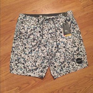 Men's board shorts size 34 by QUICKSILVER!!!